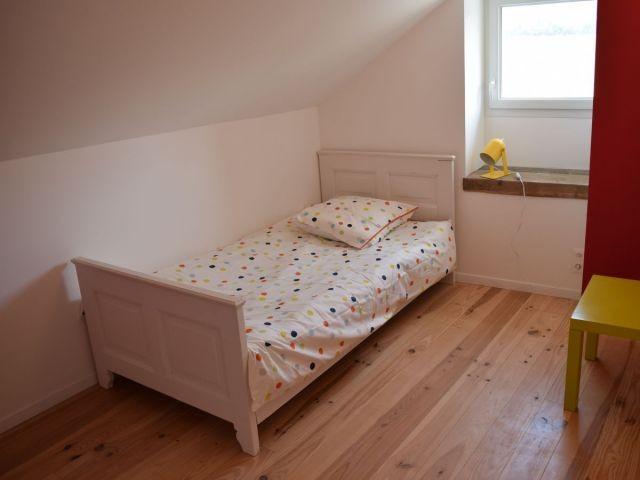 Schlafzimmer mit Einzelbett OG
