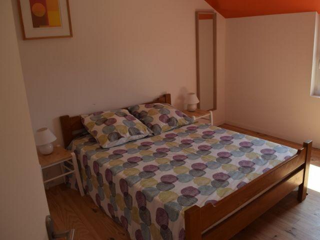 Schlafzimmer mit Doppelbett OG