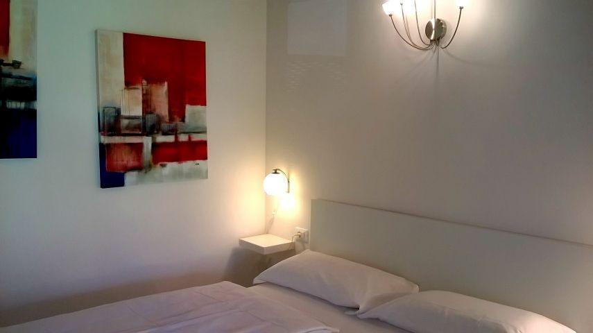 Schlafzimmer mit Zuganz zur Terrasse