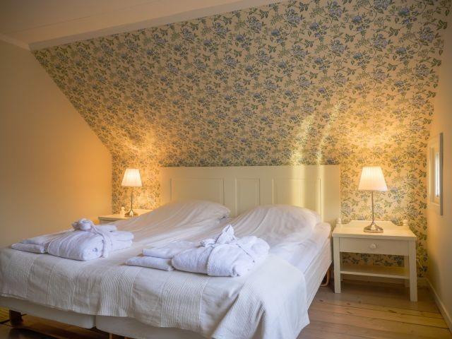 Haupthaus: Schlafzimmer mit Doppelbett im Obergeschoss