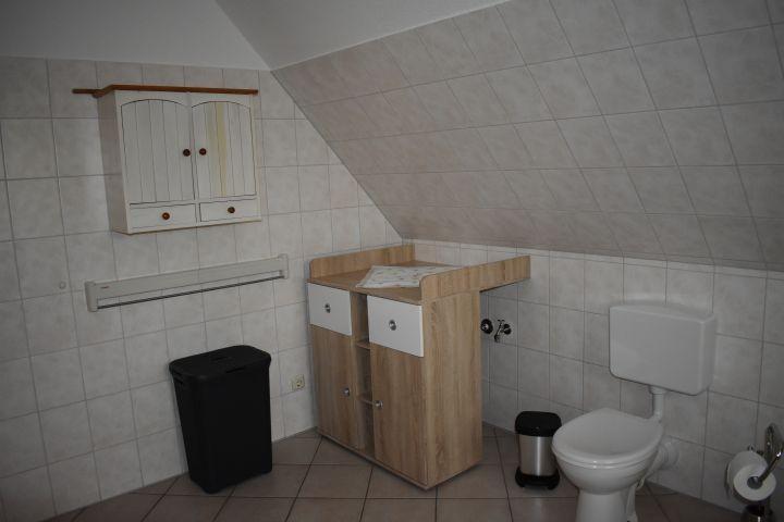 Badezimmer mit Wickelkomode