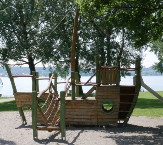 Viele Spielplätze direkt am See