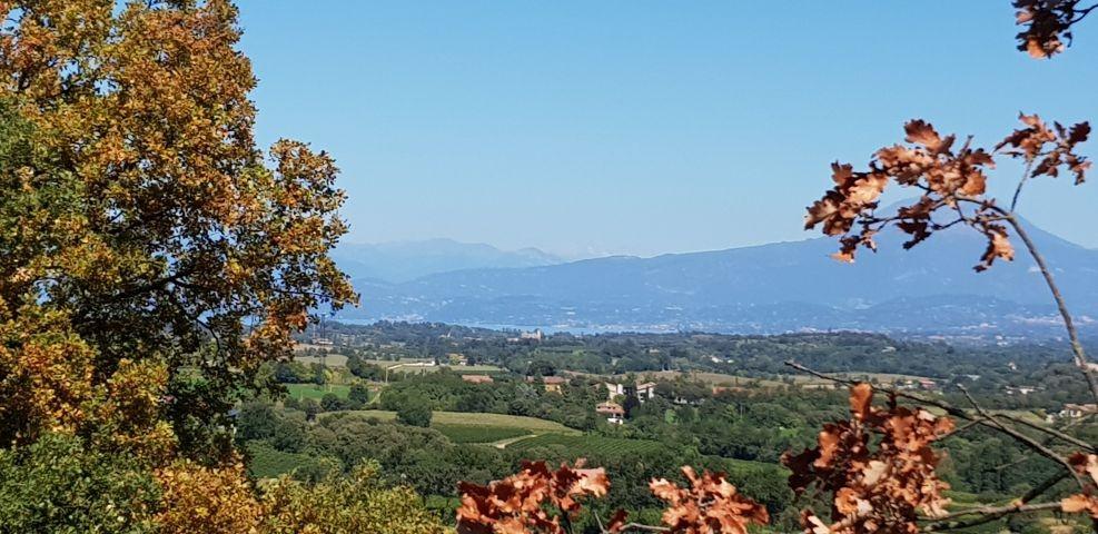 Weiterer Blick auf die Landschaft im südlichen Gardasee