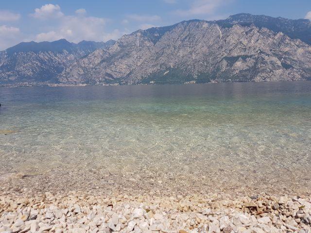 Bild vom Steinstrand am See
