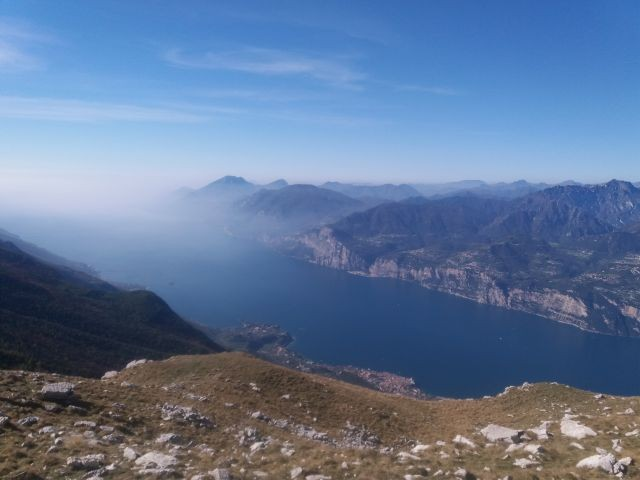 "Seepanorama vom Berg ""Monte Baldo"""