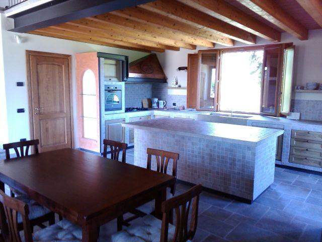Bild vom Esstisch   Küche