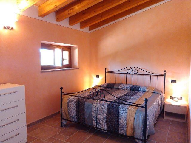 Das 1.e Schlafzimmer im OG mit Doppelbett