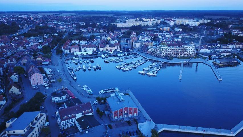 Luftbild von der Hafenresidenz am Hafen