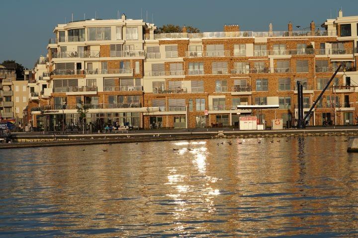 Hafenresidenz ind er Abendsonne