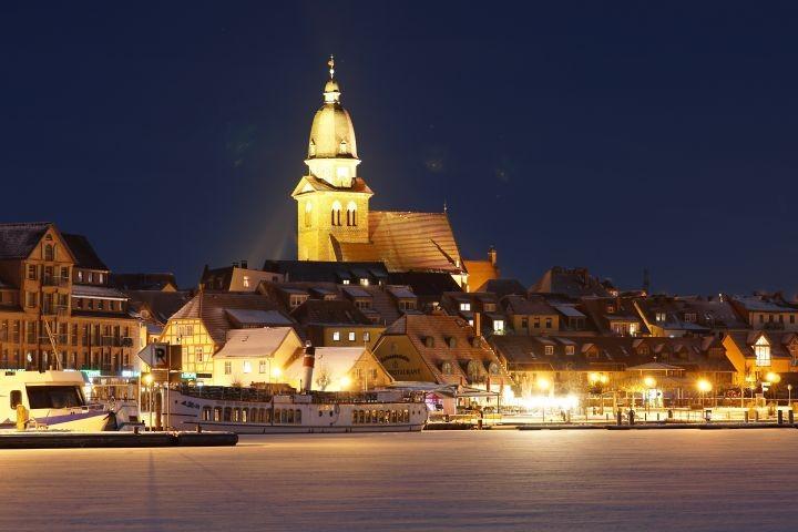Hafen bei Nacht
