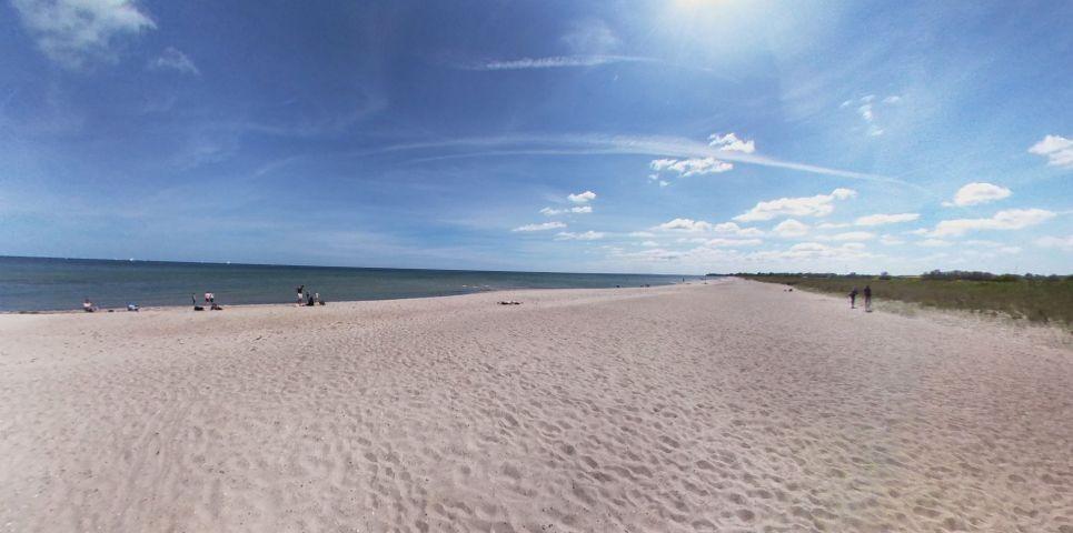 der grosse lange Sandstrand