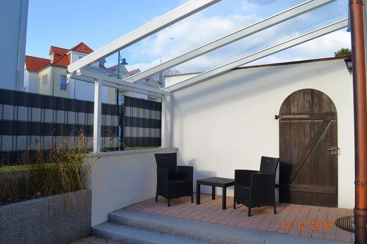 Blick auf die eigene überdachte Terrasse
