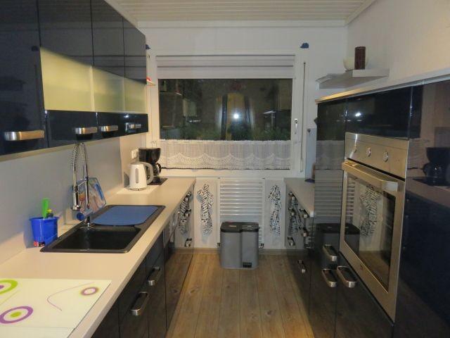 moderne große Küche