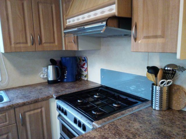 Küche mit Gasherd, Ofen u.v.m.