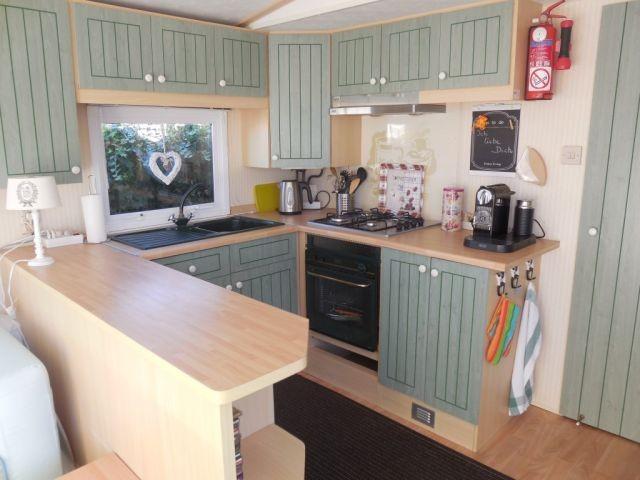 Küche mit Gasherd und Ofen u.v.m.
