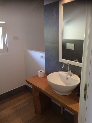OG: WC und Waschbecken