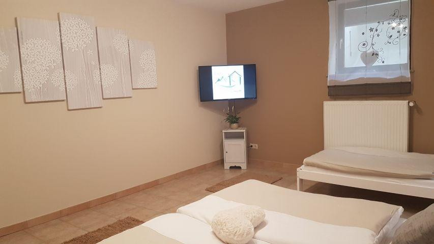 2. Schlafzimmer TV