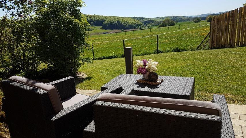 Sitzlounge auf der eigenen Terrasse im Garten