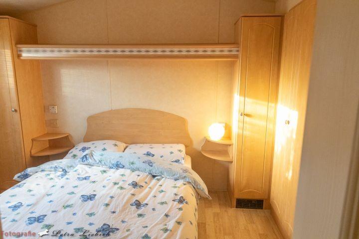 Schlafzimmer 1 (140x200) Doppelbett, neue Matratzen
