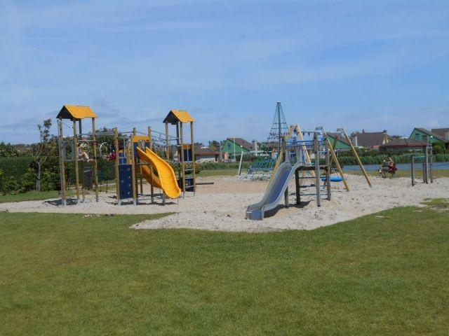 Großer Spielplatz im Park