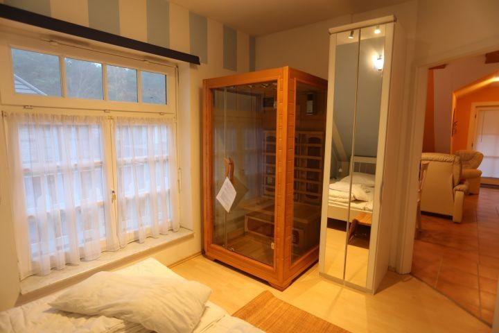Schlafzimmer mit Wärmekabine