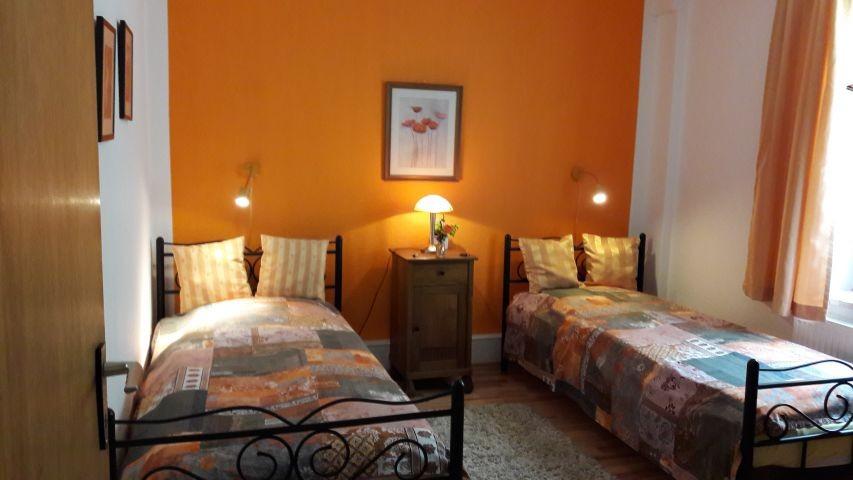 Unteres Zimmer mit 2 Einzelbetten