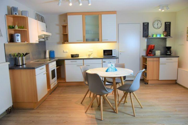Moderne und funktionelle offene Küche