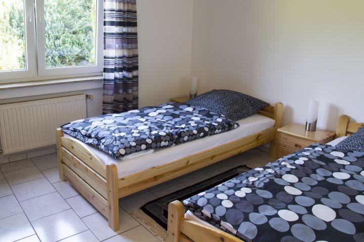 Schlafzimmer 2 EG - 2 Einzelbetten 1m breit