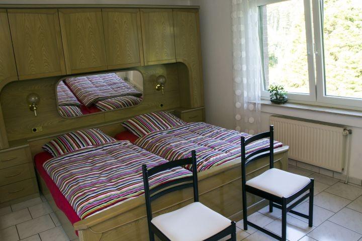 Schlafzimmer 1 EG - Doppelbett 2m breit