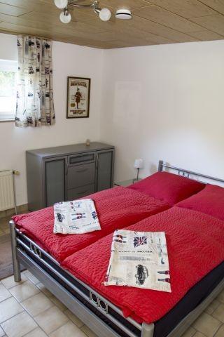 Schlafzimmer 3 UG - französisches Bett 1,4m breit