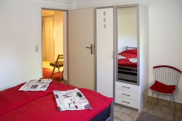 Schlafzimmer 3 UG - Schrank mit Spiegel