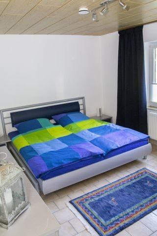 Schlafzimmer 4 UG - Doppelbett 2m breit