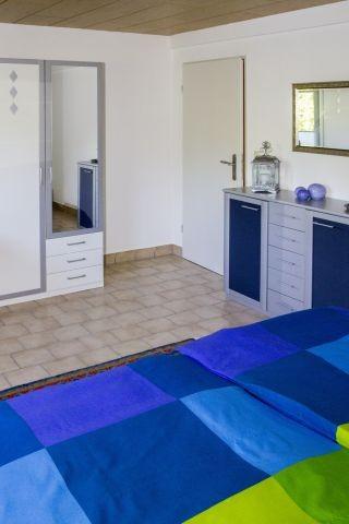 Schlafzimmer 4 UG - Schrank mit Spiegel