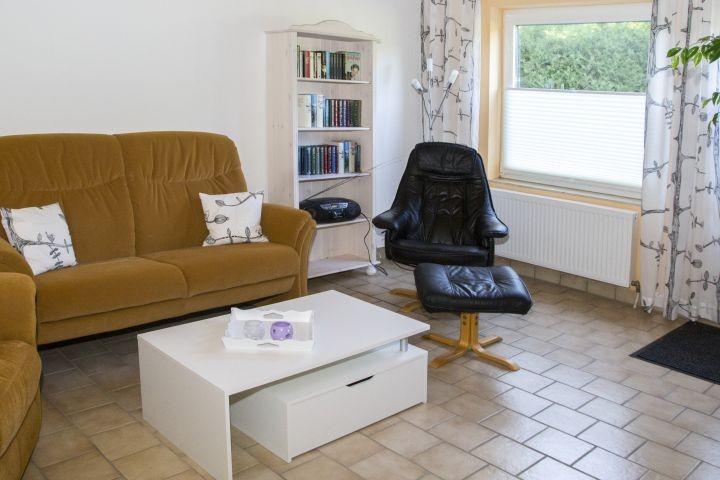Wohnzimmer UG - gemütliche Leseecke - Literatur in 3 Sprachen