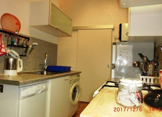 Küchenseite mit Wasch- und Spülmaschine