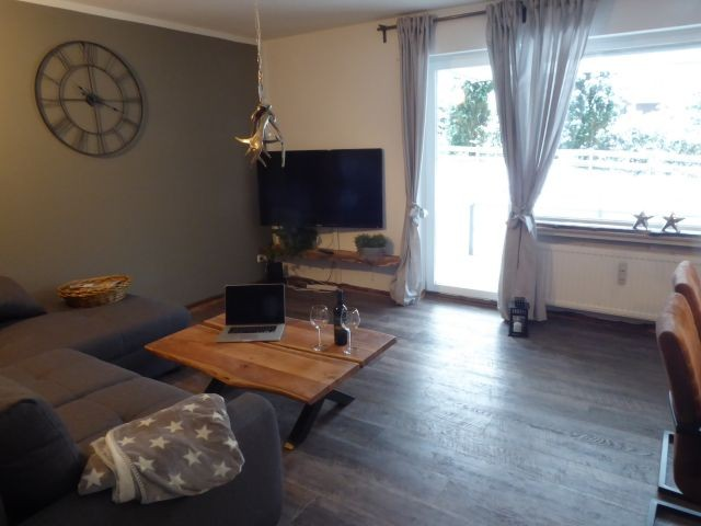 Unser neues Wohn-/Esszimmer mit 55 Zoll - LED Fernseher.