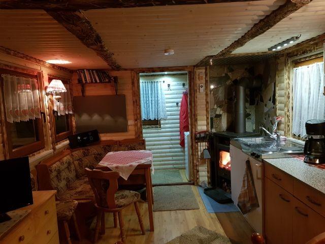 urisch,rustikal-Wohn/Schlafbereich mit Harzer Blockhausbohlen,von Hand behauen...