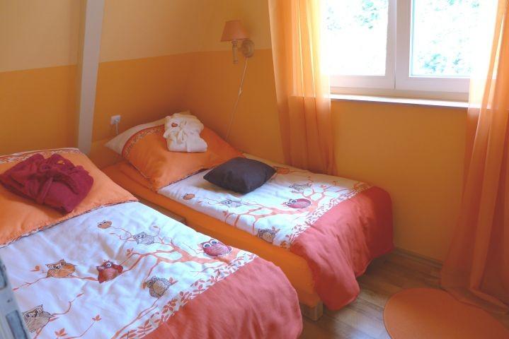 Schlafzimmer/Kinderzimmer 2