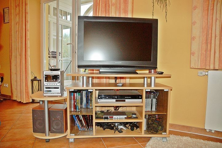 Multimedia: HD-TV, DVD, Stereoanlage, Playstation