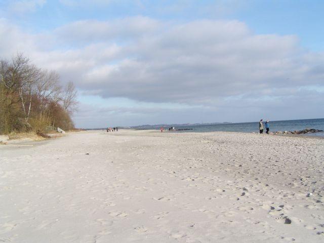 Der auch im Winter beliebte, ruhige Teil des breiten und kilometerlangen Sierksdorfer Ostseestrandes in Richtung Haffkrug