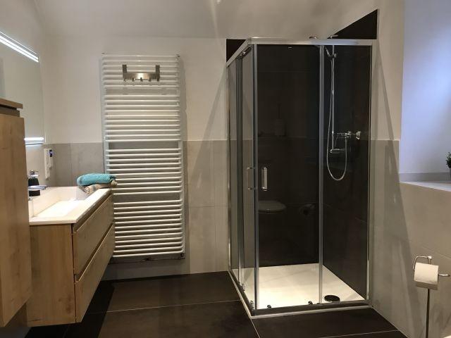 Das obere Bad mit Dusche