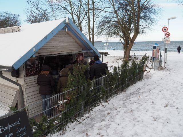 Kiosk mit Minigolfplatz am Strand von Zierow