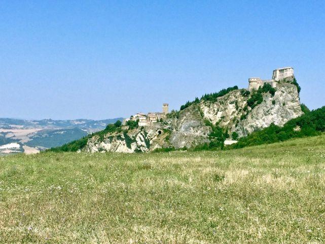 Burg San Leo, die Hunde dürfen mit rein zur Besichtigung