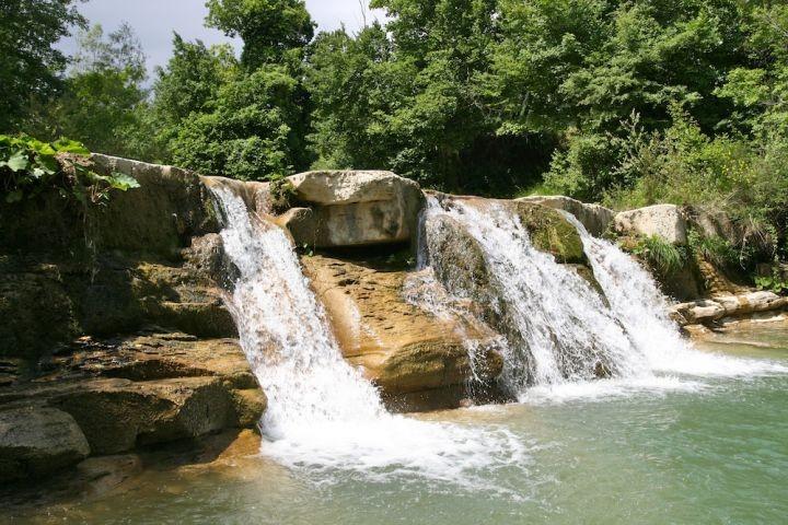 Eine der schönen Badestellen am Auro, mitten im Tal der Köhler.