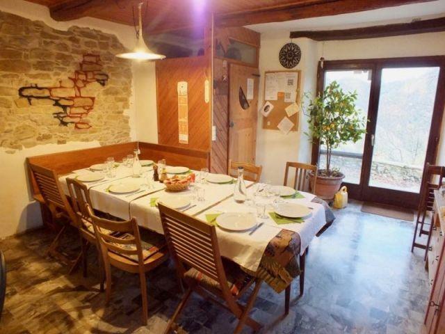 Gastgebertisch in der Essküche