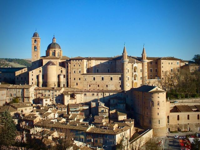 Urbino, Weltkulturerbe. Geburtsort vom Maler Raffaello.
