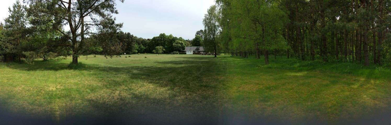 Blick vom Ende des Grundstücks zum Haus