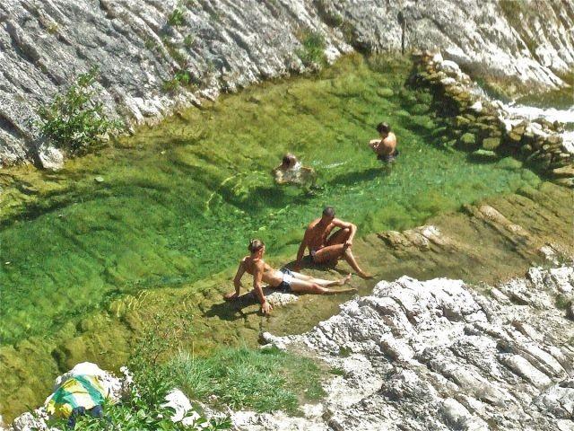 Baden im kristallklaren Wasser des Bosso