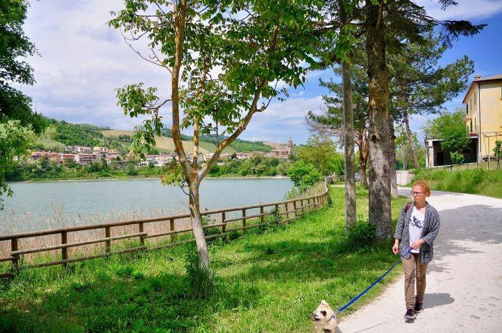 Spaziergang am See von Mercatale (Ortsteil von Sassocorvaro)