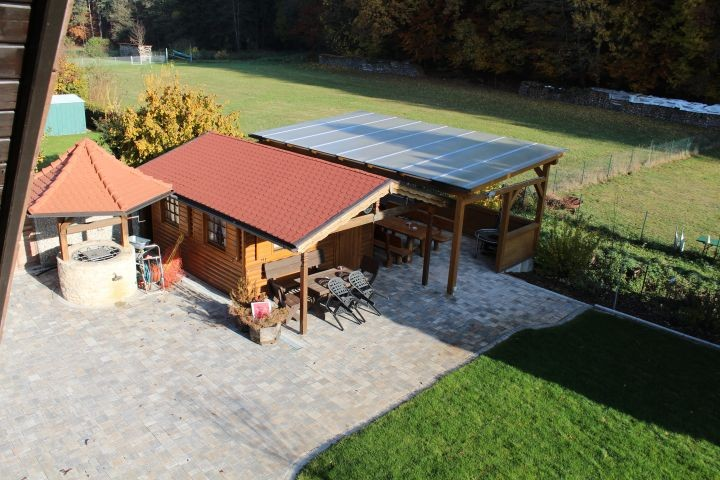 Blockhütte mit Grillplatz